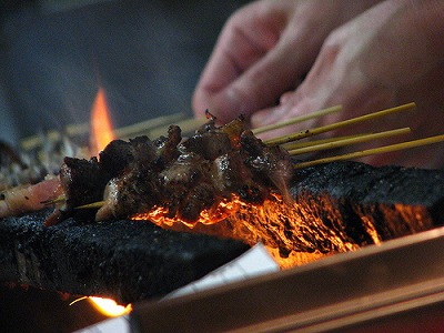 Yakitori au grill : plat traditionnel asiatique