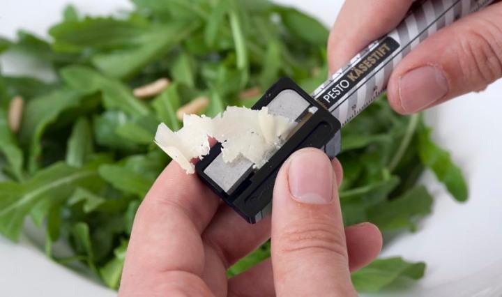 Crayon de parmesan pour décorer ses plats de pâtes et salades