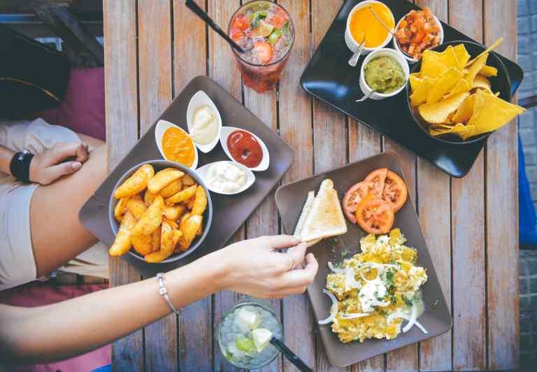 Le moment de la consommation alimentaire affecte les rythmes circadiens