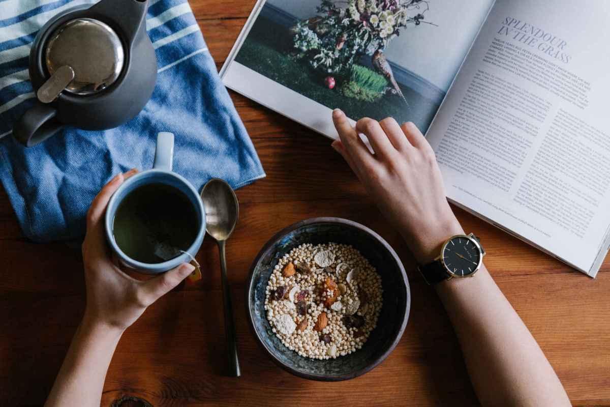 Manger entre 8H et 14H régule la faim et aide à perdre du poids