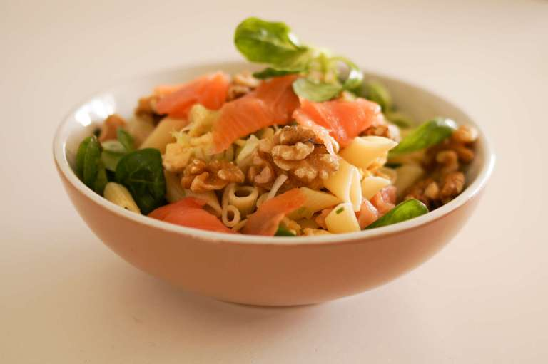 Salade bio avec des noix