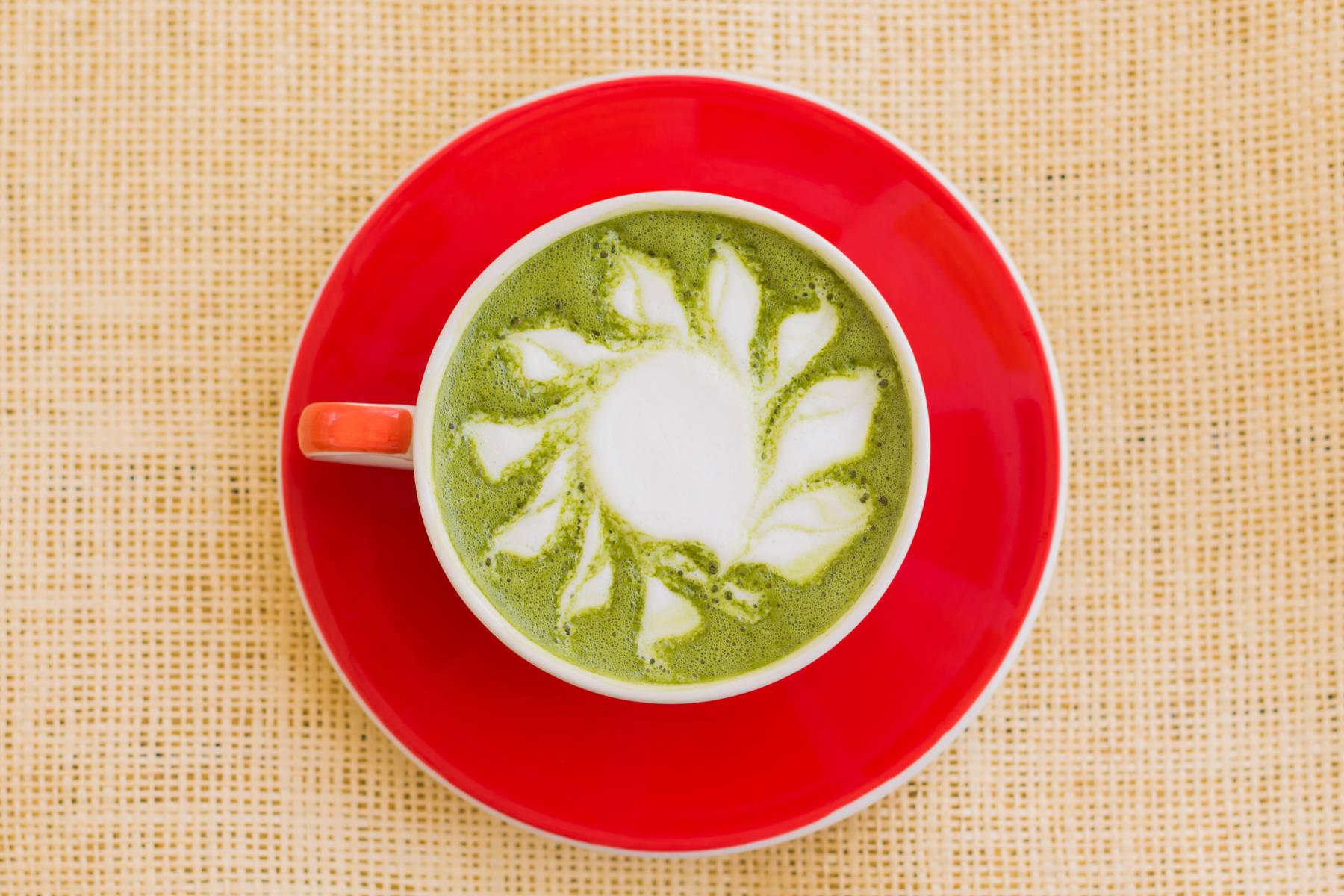 5 raisons de remplacer votre café matinal par un thé vert matcha