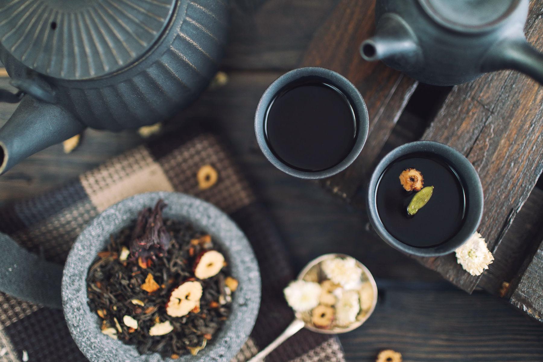 Le thé noir a des pouvoirs similaires au thé vert