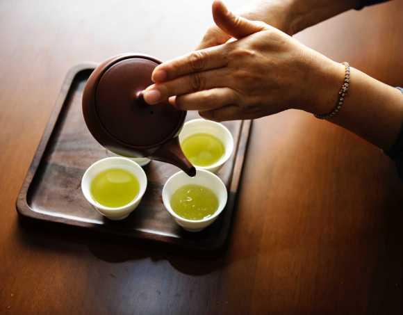 1 tasse de thé par jour peut réduire le risque de glaucome