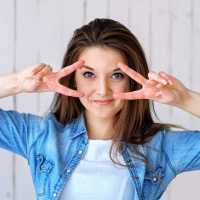20 semaines d'exercices faciaux pour aider les femmes d'âge moyen à paraître plus jeunes