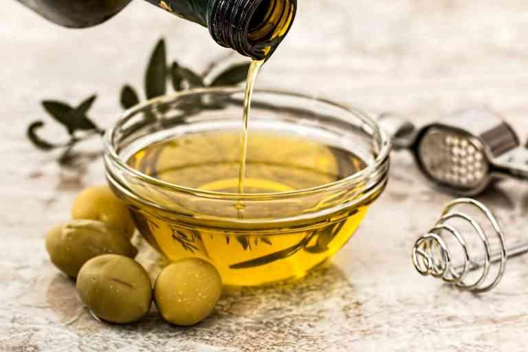 L'huile d'olive vierge est recommandée