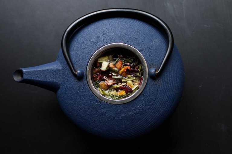 Boire du thé entraîne plus de sens critique
