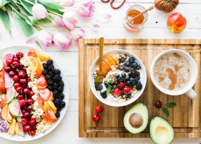 Les résultats de l'étude ferment la porte à la question du choix d'un régime faible en gras ou pauvre en glucides