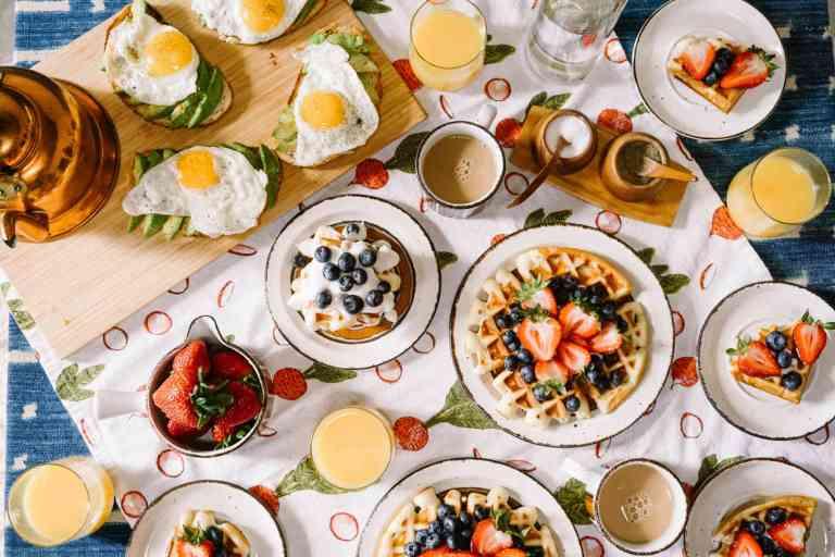 Le petit déjeuner à haute énergie favorise la perte de poids