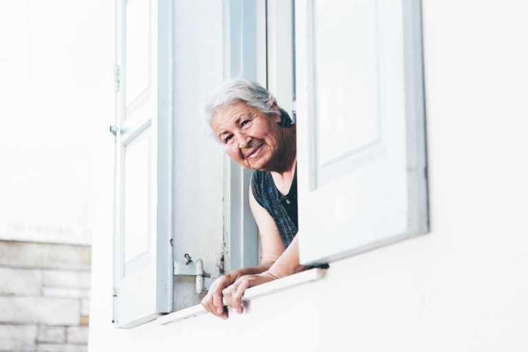 La distractibilité accrue est un signe de vieillissement cognitif