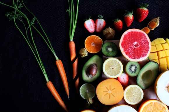Manger des légumes et des fruits