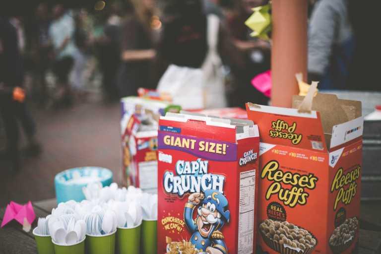 Publicité, sucre et céréales de petit déjeuner