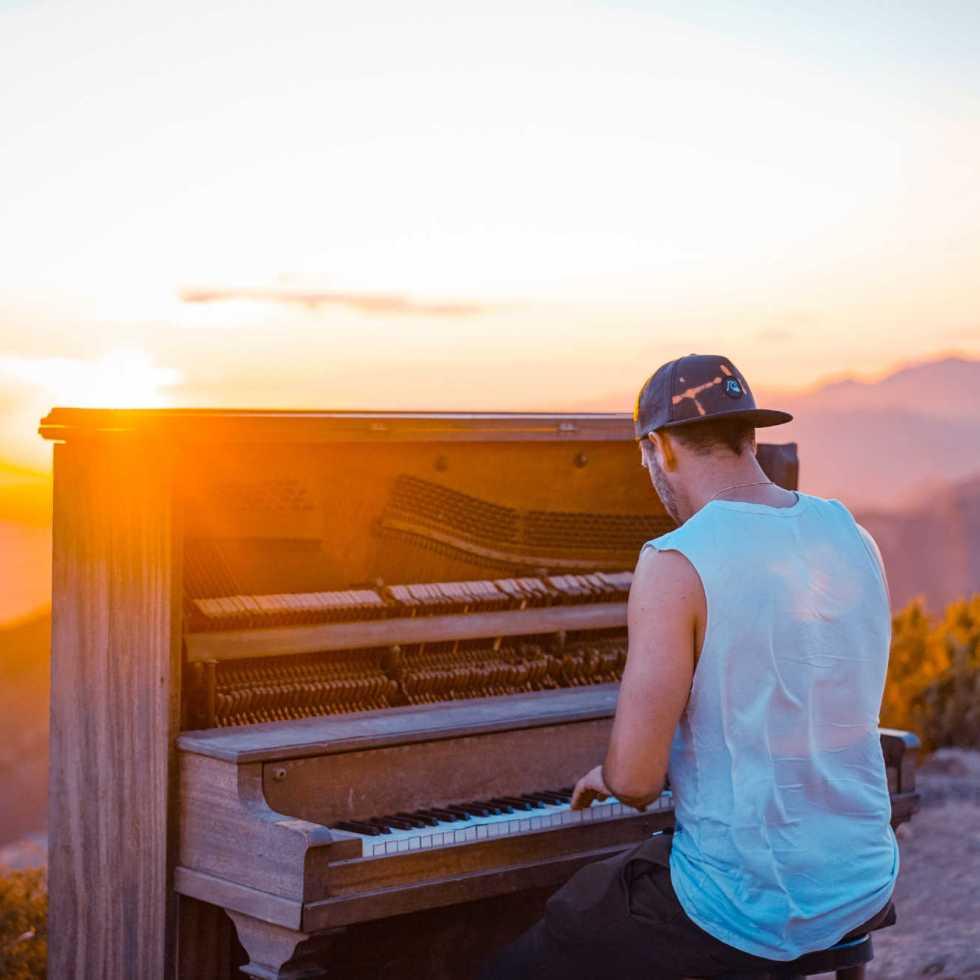 La musique évoque de puissantes émotions positives et améliore l'humeur