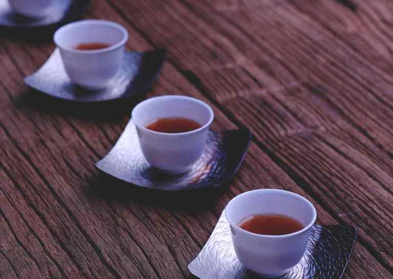 Boire du thé agit sur l'humeur et la cognition