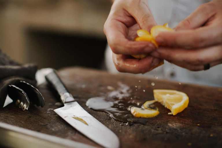 Nettoyer les pesticides dans les fruits