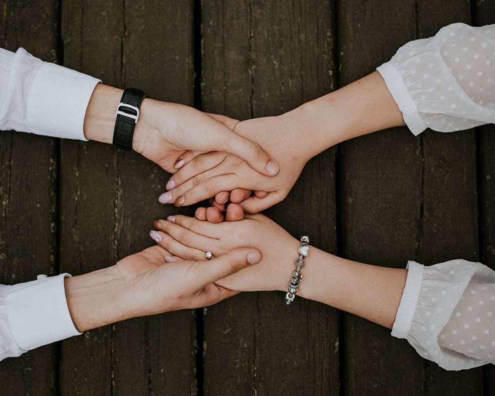 Impact des émotions négatives sur notre capacité à faire confiance