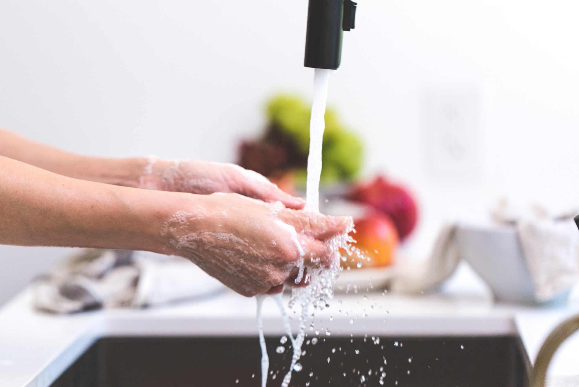 Quelle est la meilleure façon de laver les fruits et les légumes ?