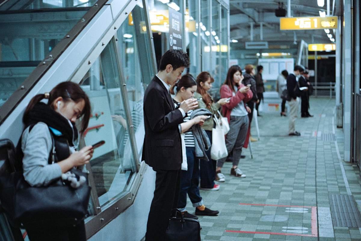 Quand le smartphone prend le pouvoir sur notre sommeil et notre productivité