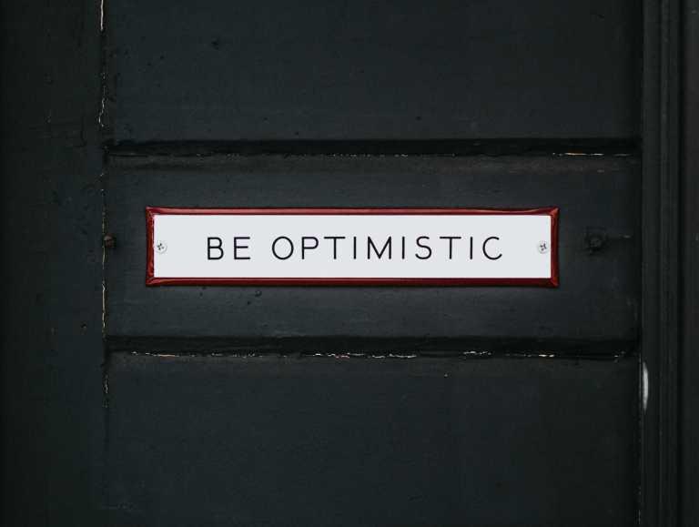 Pourquoi faut-il adopter une perspective optimiste d'un événement futur ?