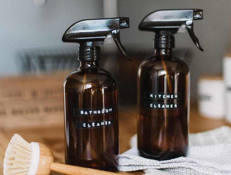 2. Spray nettoyant pour la douche à l'huile essentielle de menthe poivrée