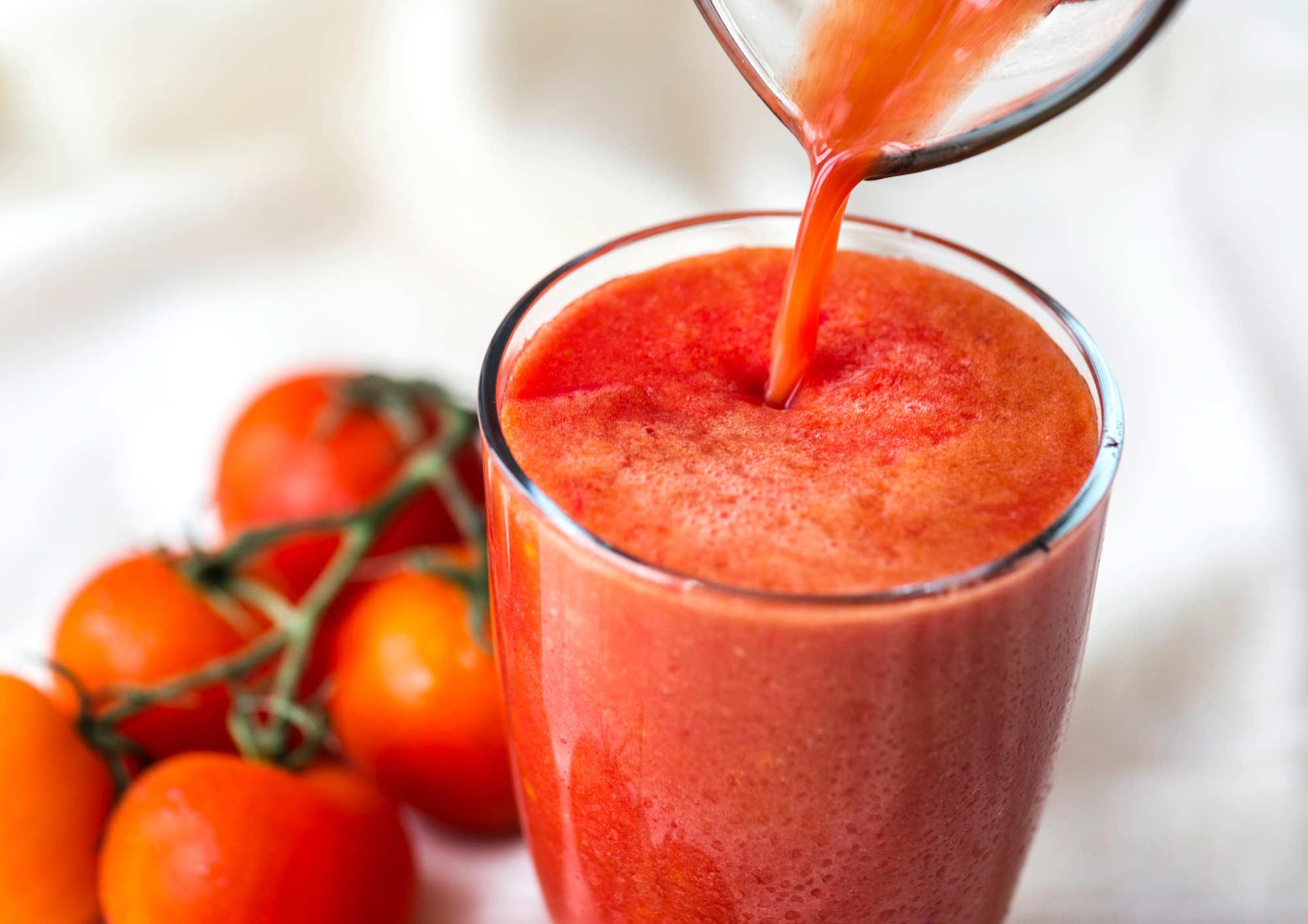 Boire du jus de tomate non salé aide à réduire le risque de maladie cardiovasculaire