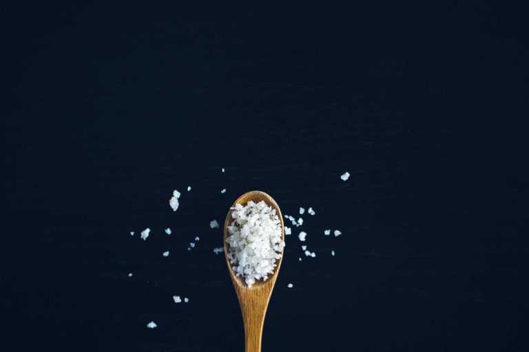 Un régime à haute teneur en sodium augmente le risque de ballonnements d'environ 27%
