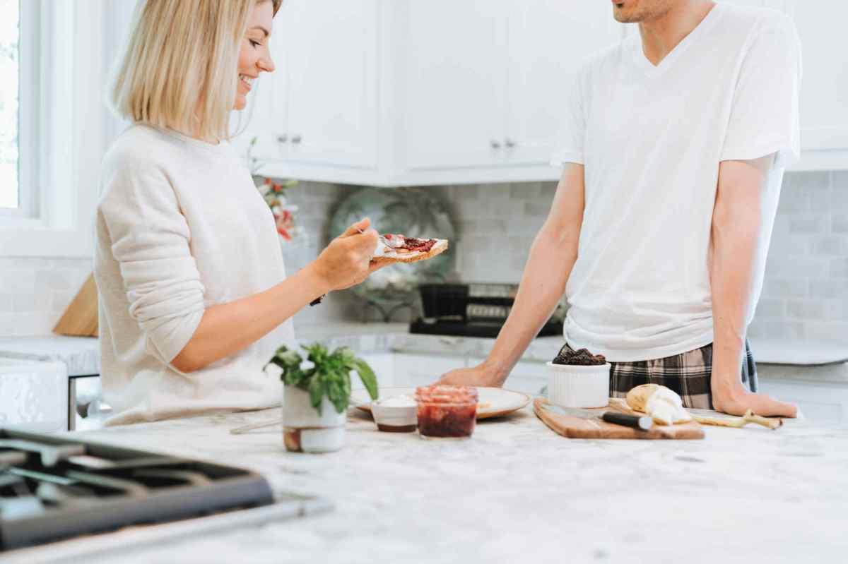 Perdre du poids sainement grâce au jeûne intermittent et en mangeant plus tôt ?