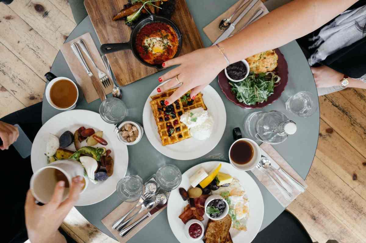 Pourquoi le petit-déjeuner favorise-t-il un équilibre entre la prise et la perte de poids ?